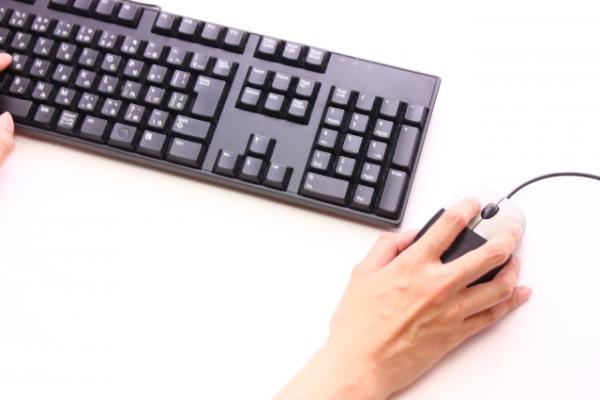 マウス操作とキーボード操作の両方を行うと、作業効率が落ちる
